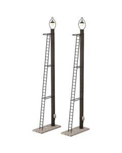 Scenecraft 44-561 Wooden Post Yard Lamps 2pcs (Pre-built)