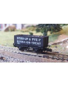 Dapol THG001N Special Commission 7 Plank Wagon 'Stirrup & Pye Stoke-on-Trent'